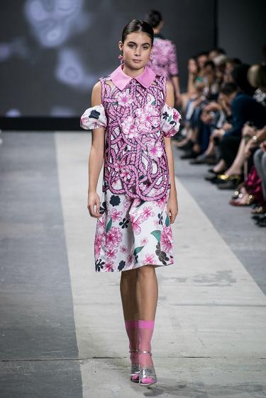 modella sfila a Milano Moda Graduate 2016